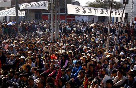 Residents of the village of Wukan in Lufeng county, Guangdong province listen to town representatives speak during a town meeting, December 21, 2011.     REUTERS/David Gray