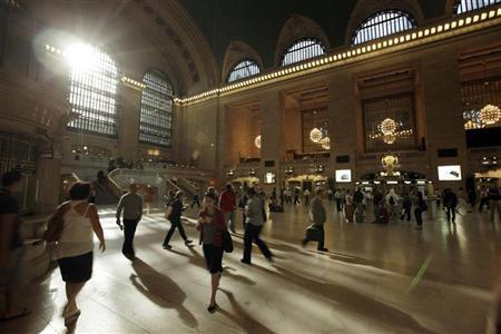 Morning commuters make their way through Grand Central Station in New York, August 29, 2011. REUTERS/Brendan McDermid