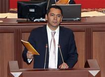 Новый премьер-министр Киргизии Омурбек Бабанов на сессии парламента в Бишкеке 16 декабря 2011. REUTERS/Vladimir Pirogov