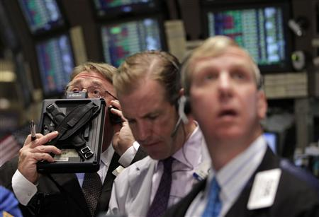 Traders work on the floor of the New York Stock Exchange, August 1, 2011.  Stocks turned negative after a strong opening on Monday as relief over a last-ditch debt deal in Washington faded after a weak reading on the manufacturing sector.  REUTERS/Brendan McDermid