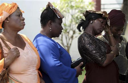 Women gather to mourn with the family of Emmanuel Obiukwu, who lost four members of his family during the Madalla Christmas day bombing of a church near Nigeria's capital Abuja December 26, 2011.  REUTERS/Afolabi Sotunde