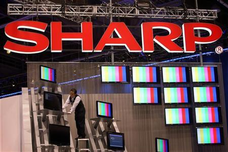 A worker prepares a display of Sharp flat panel televisions for the 2009 International Consumer Electronics Show (CES) at the Las Vegas Convention Center in Las Vegas, Nevada, January 7, 2009. REUTERS/Steve Marcus