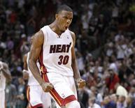 "Баскетболист ""Майами"" Норрис Коул во время матча НБА против ""Бостона"" 27 декабря 2011 года. ""Майами"" одержал во вторник вторую победу на старте регулярного сезона Национальной баскетбольной ассоциации, переиграв ""Бостон"" со счетом 115-107. REUTERS/Joe Skipper"
