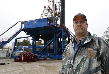 Kevin B. Koonce, a landman who worked cancelling leases in Michigan on behalf of Chesapeake Energy Corporation, stands near a drilling rig in Etoile, Texas, December 26, 2011. REUTERS/Mike Stone