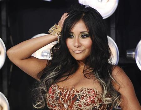 Nicole ''Snooki'' Polizzi  from the MTV reality series ''Jersey Shore''  poses on arrival at the 2011 MTV Video Music Awards in Los Angeles August 28, 2011. REUTERS/Danny Moloshok