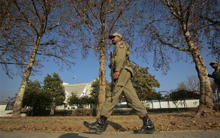 A paramilitary soldier patrols outside the Supreme Court building in Islamabad December 30, 2011. REUTERS/Behroz Sheikh
