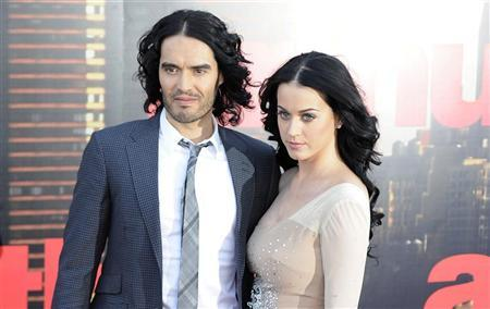 Russell Brand (L) and Katy Perry arrive for the European premiere of the film ''Arthur'' in London April 19, 2011.  REUTERS/Paul Hackett