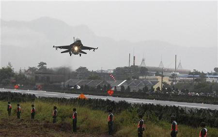 A Taiwan Air Force US-made F-16 fighter jet performs a low altitude fly-by on a highway used as an emergency landing strip during a military drill in Jiadong, Pingtung County, southern Taiwan November 17, 2011. REUTERS/Pichi Chuang