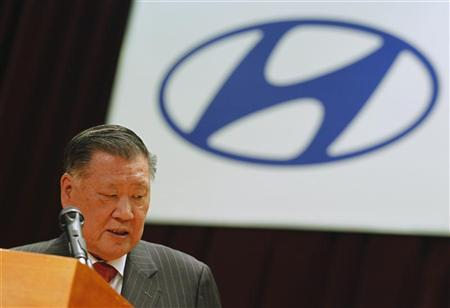 Hyundai Motor Chairman Chung Mong-koo attends the company's opening ceremony for the year in Seoul January 3, 2011. REUTERS/Lee Jae-Won
