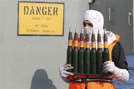A military personnel carries ammunition on a naval ship during Velayat-90 war game on Sea of Oman near the Strait of Hormuz in southern Iran December 31, 2011.  REUTERS/Fars News/Hamed Jafarnejad