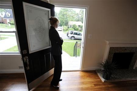 Real estate agent Sheila Power stands at the door as she holds an open house at a home for sale in Silver Spring, Maryland, May 23, 2010.REUTERS/Jonathan Ernst