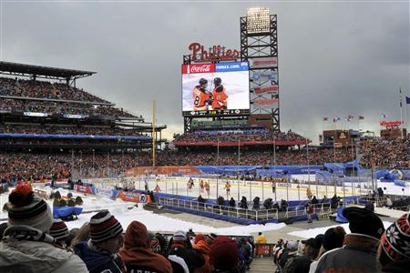 Spectators watch the Philadelphia Flyers and the New York Rangers play the NHL Winter Classic hockey game in Philadelphia, January 2, 2012. REUTERS/Ray Stubblebine
