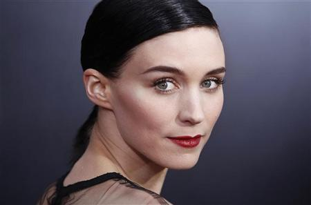 Cast member Rooney Mara arrives for the premiere of the film ''The Girl with the Dragon Tattoo'' in New York December 14, 2011. REUTERS/Carlo Allegri