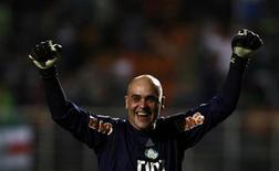 O goleiro do Palmeiras, Marcos, comemora gol da equipe contra o Vasco da Gama em partida em São Paulo, em agosto de 2011. Marcos irá se aposentar, informou o clube. 25/08/2011 REUTERS/Paulo Whitaker