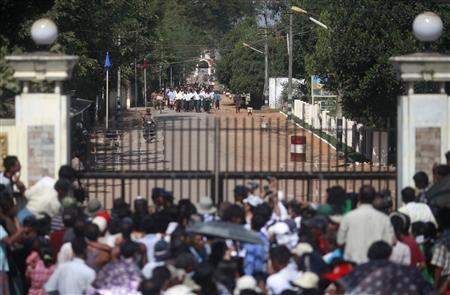 Prisoners come out from Insein prison after authorities released them, while their families wait outside, in Yangon, January 3, 2012. REUTERS/Soe Zeya Tun