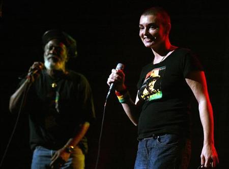 Singer Sinead O'Connor performs with reggae legend Burning Speart at the 5th Annual Jammy Awards in New York, April 26, 2005. REUTERS/Shannon Stapleton