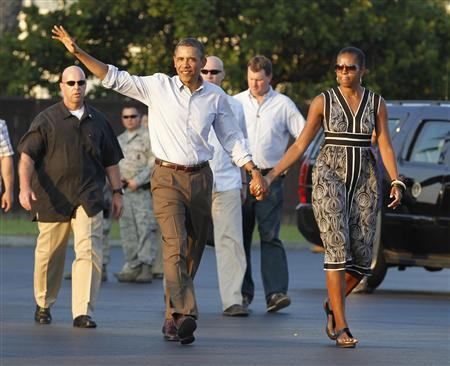 President Barack Obama and first lady Michelle Obama walk to Air Force One at Hickam Air Force base near Honolulu, Hawaii, January 2, 2012. The first family are returning to Washington after their Christmas and New Year vacation.  REUTERS/Jason Reed