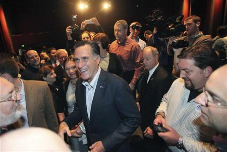 Republican presidential candidate Mitt Romney (C) greets supporters after a town hall meeting at Memminger Auditorium in Charleston December 17, 2011.   REUTERS/Randall Hill