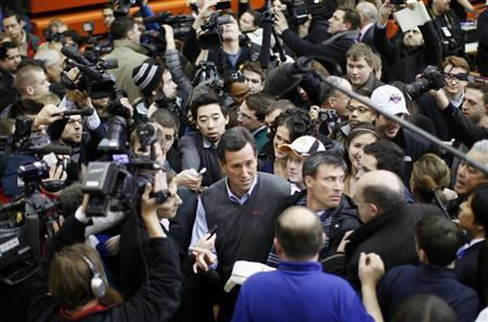 Republican presidential candidate Rick Santorum is surrounded by the media after a campaign stop in Des Moines, Iowa, January 3, 2012, the day of the Iowa caucus. REUTERS/Rick Wilking