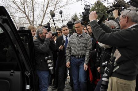 Republican presidential candidate and former Utah Governor Jon Huntsman is surrounded by the media as he departs a campaign event in Concord, New Hampshire January 6, 2012. REUTERS/Jessica Rinaldi