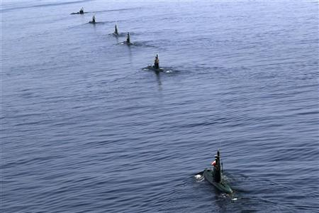 EDITORS' NOTE: Reuters and other foreign media are subject to Iranian restrictions on leaving the office to report, film or take pictures in Tehran.  Iranian submarines participate in a naval parade on the last day of the Velayat-90 war game in the Sea of Oman near the Strait of Hormuz in southern Iran January 3, 2012.  REUTERS/Jamejamonline/Ebrahim Norouzi