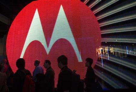 People pass by the Motorola booth during the 2011 International Consumer Electronics Show (CES) in Las Vegas, Nevada January 7, 2011.   REUTERS/Steve Marcus
