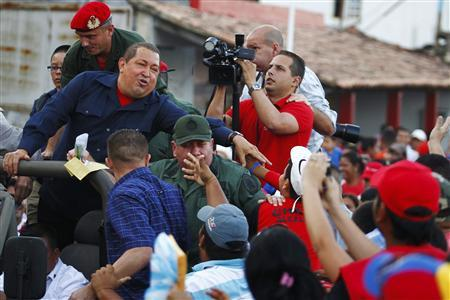 Venezuela's President Hugo Chavez (L) greets supporters as he arrives at Guanare, in the central state of Portuguesa, 350 km (217 miles) west of Caracas January 6, 2012. REUTERS/Carlos Garcia Rawlins