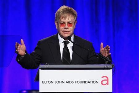 Singer Elton John speaks during a benefit for the Elton John AIDS Foundation in New York October 26, 2011.   REUTERS/Lucas Jackson
