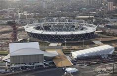<p>Vista aérea del estadio olímpico, el centro acuático, de waterPolo y el estadio Orbit, en el parque olímpico de Londres, dic 5 2011. La cuenta regresiva para los Juegos Olímpicos de Londres entró el lunes en los últimos 200 días, mientras el Gobierno británico y el comité organizador insistían en el legado que quedará al país mucho después de que se hayan apagado los focos y entregado las últimas medallas. REUTERS/LOCOG/Handout SOLO USO EDITORIAL</p>