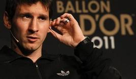 Argentino Lionel Messi participa de entrevista coletiva em Zurique, antes de cerimônia em Zurique, na Suíçam, na qual ganhou pela terceira vez o prêmio Bola de Ouro, de melhor jogador do mundo nesta segunda-feira, 9 de janeiro. REUTERS/Arnd Wiegmann