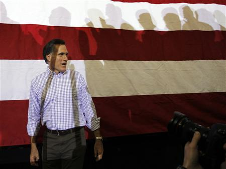 Mitt Romney takes the stage at a campaign rally in Exeter, New Hampshire January 8, 2012.   REUTERS/Brian Snyder