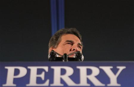 Republican presidential candidate and current Texas Governor Rick Perry addresses an Iowa Caucus night rally in Des Moines, Iowa, January 3, 2012.   REUTERS/Samantha Sais