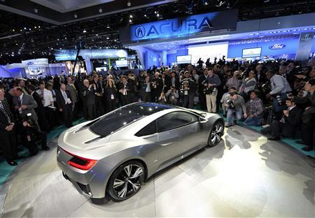 Members of the media look at the Acura NSX hybrid concept car during the first press preview day for the North American International Auto Show in Detroit, Michigan, January 9, 2012. REUTERS/Mike Cassese