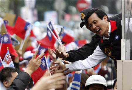Taiwanese President and Nationalist Party (KMT) presidential candidate Ma Ying-jeou is greeted by supporters from his vehicle during a campaign rally for the 2012 presidential election in Ilan county, northeastern Taiwan, January 11, 2012.  REUTERS/Pichi Chuang