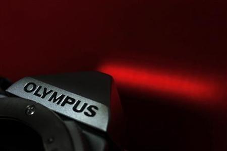 1月12日、韓国サムスン電子の関係者は、同社がいったんはオリンパスの買収を検討したが、シナジー効果が薄いと判断して見送ったことを明らかに。写真はオリンパス製カメラ。昨年11月撮影(2012年 ロイター/Kim Kyung-Hoon)