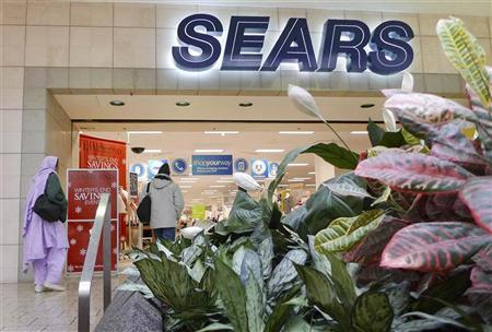 Customers walk into a Sears store at Fair Oaks Mall in Fairfax, Virginia, January 7, 2010.     REUTERS/Larry Downing  (UNITED STATES - Tags: BUSINESS)