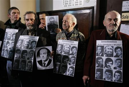 Anti-communist activists stand with pictures of martial law victims as they protest before a high profile trial of Poland's ex-communist leaders at a court in Warsaw January 12, 2012. REUTERS/Kacper Pempel