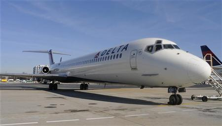 A Delta Airlines MD-88 at Hartsfield-Jackson International Airport in Atlanta , Georgia, December 9, 2011.    REUTERS/Tami Chappell