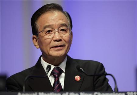 China's Premier Wen Jiabao delivers a speech at the opening ceremony of World Economic Forum (WEF) Annual Meeting of the New Champions, in northeastern China's port city of Dalian in this September 14, 2011, file photo.      REUTERS/Jason Lee/Files