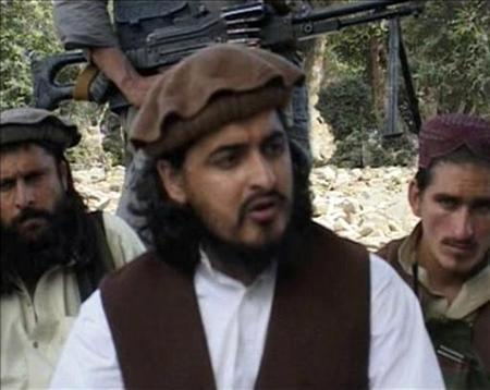 Pakistani Taliban chief Hakimullah Mehsud (C) sits with other millitants in South Waziristan October 4, 2009 in this video grab taken from footage released October 5, 2009. REUTERS/Reuters TV