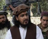 """Кадр из видеозаписи, на которой запечатлен лидер пакистанского отделения """"Талибана"""" Хакимулла Мехсуд с другими боевиками движения в Южном Вазиристане. Видеозапись опубликована 5 окятбря 2009 года. Лидер пакистанского отделения """"Талибана"""" Хакимулла Мехсуд предположительно был убит во время атаки беспилотного самолета США, сообщили Рейтер представители местных спецслужб в воскресенье. REUTERS/Reuters TV"""
