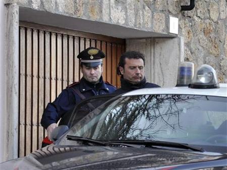 Costa Concordia cruise liner captain Francesco Schettino (R) is escorted by a Carabinieri in Grosseto January 14, 2012. REUTERS/Enzo Russo/ANSA
