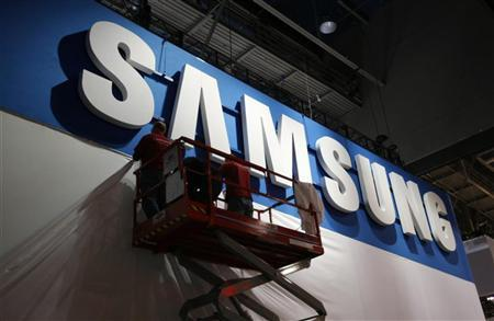 Workers prepare the booth for Samsung at the Consumer Electronics Show opening in Las Vegas January 9, 2012. REUTERS/Rick Wilking