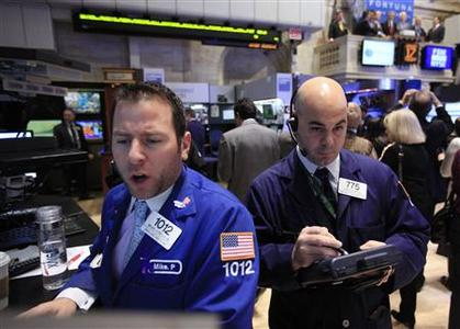 Specialist Mike Pistillo (L) gives a price on the floor of the New York Stock Exchange, January 17, 2012.  REUTERS/Brendan McDermid