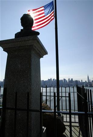 A bust of Alexander Hamilton, the first treasury secretary of the United States and one of America's founding fathers and signatory of the Constitution, stands atop a monument across the Hudson River at Weekhawken New Jersey, on the site believed to be the spot where Hamilton was shot dead in a duel with former U.S. Vice President Aaron Burr in 1804, July 9, 2004. REUTERS/Mike Segar