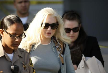 Actress Lindsay Lohan leaves the court after a progress report hearing in Los Angeles, California January 17, 2012. REUTERS/David McNew