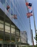 Здание Goldman Sachs в Нью-Йорке, 2 июня 2011 г. Прибыль Goldman Sachs в четвертом квартале 2011 составила $1,84 на акцию, превысив ожидания опрошенных Рейтер экономистов. REUTERS/Shannon Stapleton