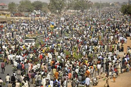People protest on a street in Nigeria's northern city of Kano before the suspension of a nationwide strike by labour unions, January 16, 2012. REUTERS/Stringer