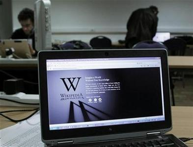 A reporter's laptop shows the Wikipedia blacked out opening page in Brussels January 18, 2012. REUTERS-Yves Herman