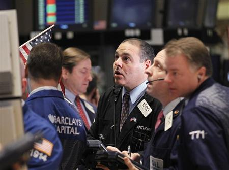 Traders work on the floor of the New York Stock Exchange, January 17, 2012. REUTERS/Brendan McDermid